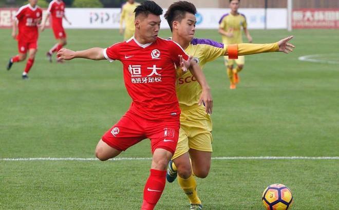 Thi đấu kiên cường, đàn em Quang Hải gây sốc khi quật ngã đội bóng Argentina