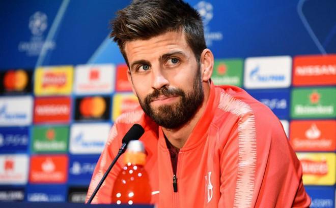 """""""Đi guốc trong bụng"""" Solskjaer, Pique bày cách để Barcelona hạ Man United"""