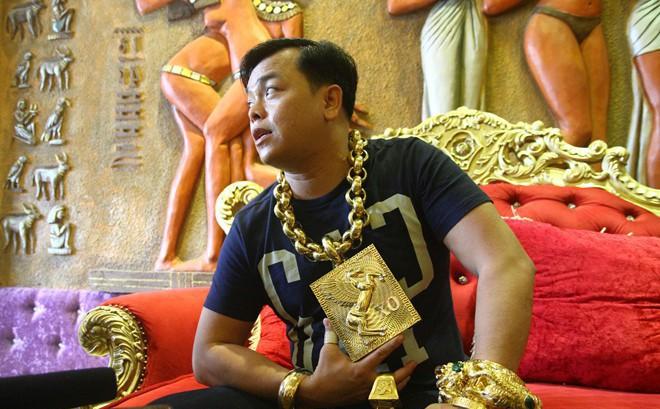 Số vàng Phúc XO đeo trên người đáng giá bao nhiêu tiền?