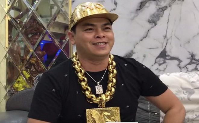 Tạm giữ hình sự đại gia Phúc XO, người đeo nhiều vàng nhất Việt Nam
