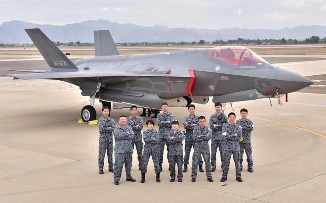 Ngay trước khi đâm xuống biển, phi công tiêm kích tàng hình F-35 Nhật nói câu gì?