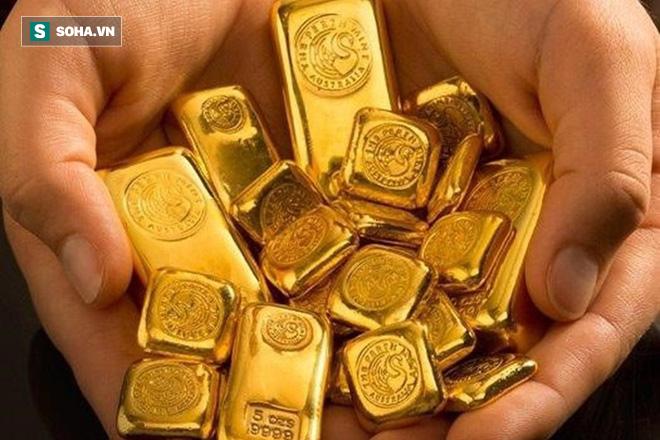 Đại gia Phúc XO đeo 17kg trên người: Liệu đeo vàng có lợi hay gây hại cho sức khỏe? - Ảnh 2.