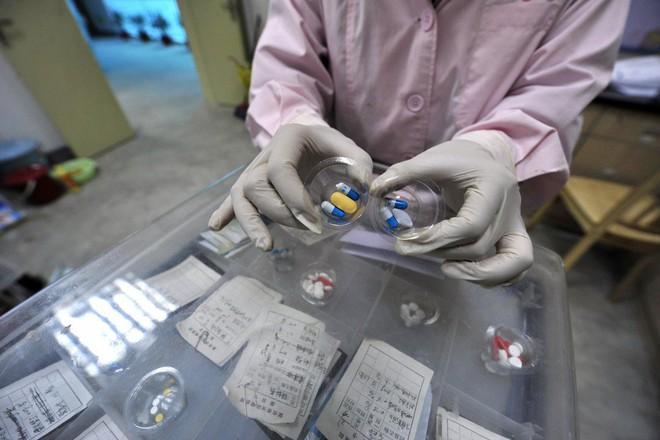 Cuộc chiến nảy lửa trên thị trường thuốc trị ung thư Trung Quốc - Ảnh 3.