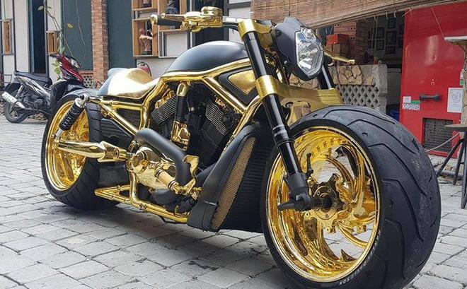 """Dàn mô tô của Phúc XO - người đeo nhiều vàng nhất Việt Nam """"khủng"""" cỡ nào?"""