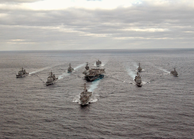 Tương lai Hải quân Mỹ: Tàu sân bay đắp chiếu, vũ khí không tương thích với khu trục hạm - Ảnh 1.