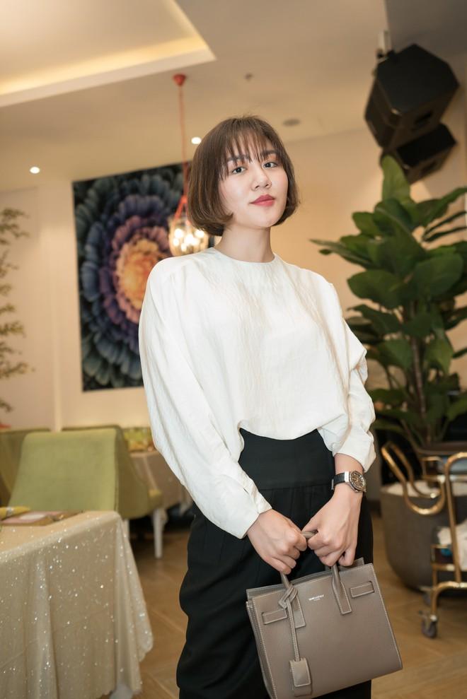 Hồ Quỳnh Hương đi chân đất hát song ca cùng Văn Mai Hương - Ảnh 4.