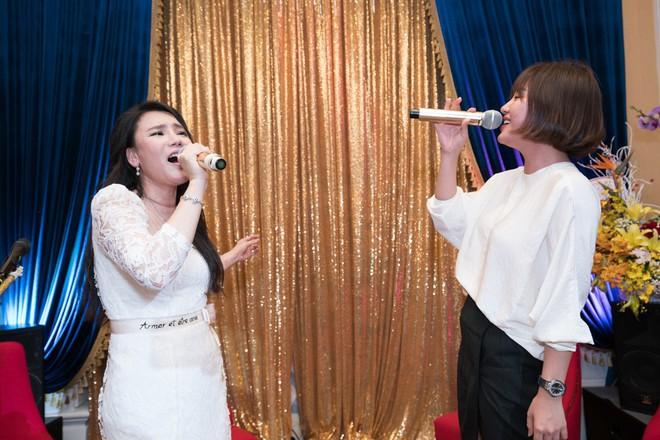 Hồ Quỳnh Hương đi chân đất hát song ca cùng Văn Mai Hương - Ảnh 9.