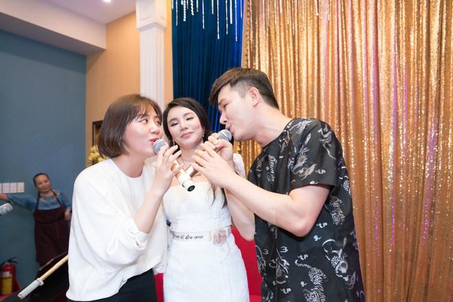 Hồ Quỳnh Hương đi chân đất hát song ca cùng Văn Mai Hương - Ảnh 11.