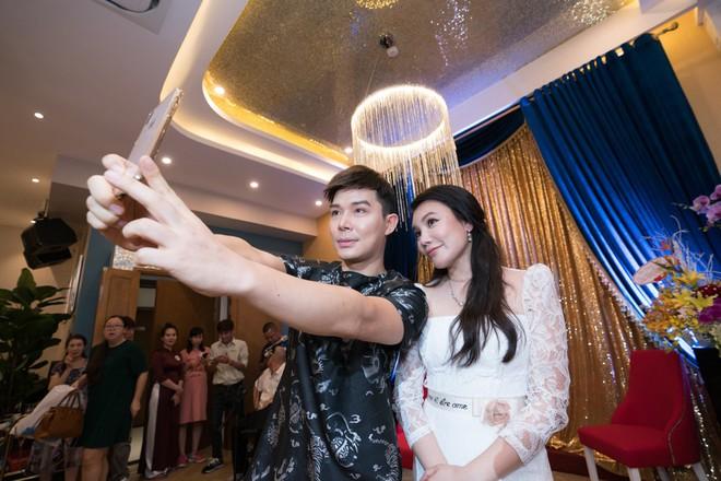 Hồ Quỳnh Hương đi chân đất hát song ca cùng Văn Mai Hương - Ảnh 13.