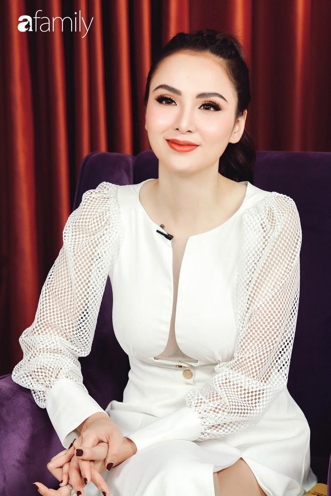 Hoa hậu Diễm Hương: Chồng nào cũng bảo nếu em đừng làm ra tiền thì đã dễ dạy hơn - Ảnh 11.