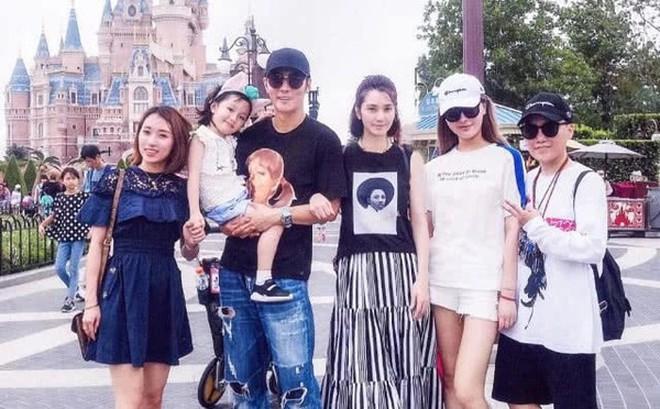 Bồ nhí giành hết gia sản, vợ của Trương Đan Phong và con trai rơi vào hoàn cảnh cơ cực đến thương cảm
