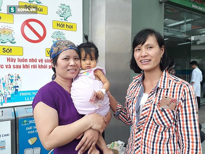 Trao tặng tiền ủng hộ chị Trần Thị Nhuần và bé Minh Châu - Ảnh 2.