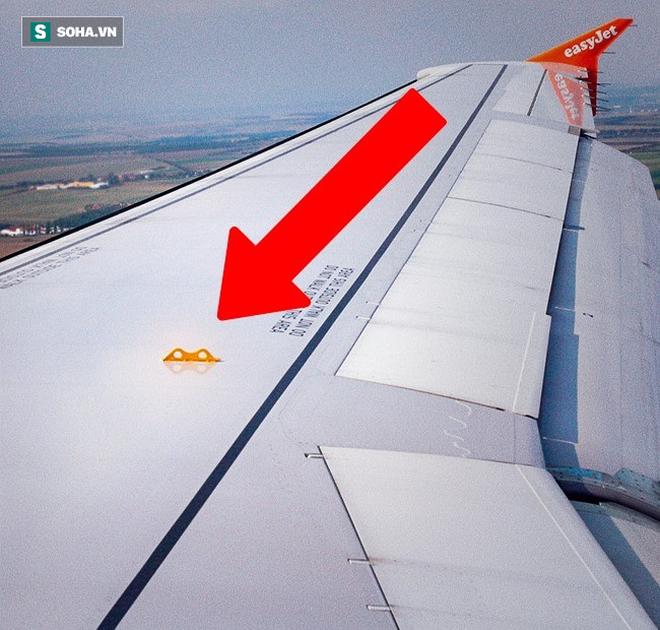 Bí mật tam giác đen trên máy bay: Nhỏ nhưng có tác dụng vô cùng lớn khi khẩn cấp - Ảnh 1.