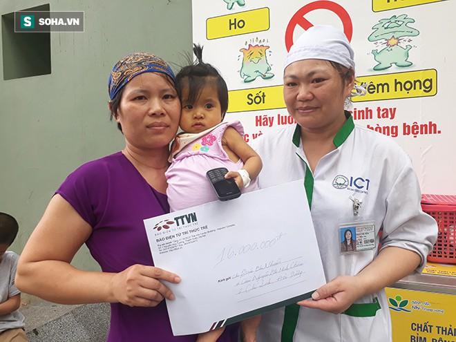 Trao tặng tiền ủng hộ chị Trần Thị Nhuần và bé Minh Châu - Ảnh 3.