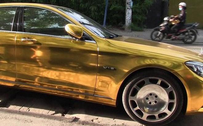 Phúc XO chi gần 1 triệu đồng/ngày thuê xe ô tô màu vàng để di chuyển