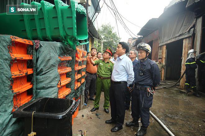 Hiện trường vụ cháy 4 xưởng trong đêm khiến 8 người chết và mất tích ở Hà Nội - Ảnh 9.