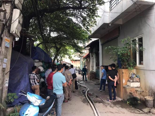 NÓNG: 8 người chết và mất tích trong vụ cháy nhà xưởng ở Hà Nội - Ảnh 4.