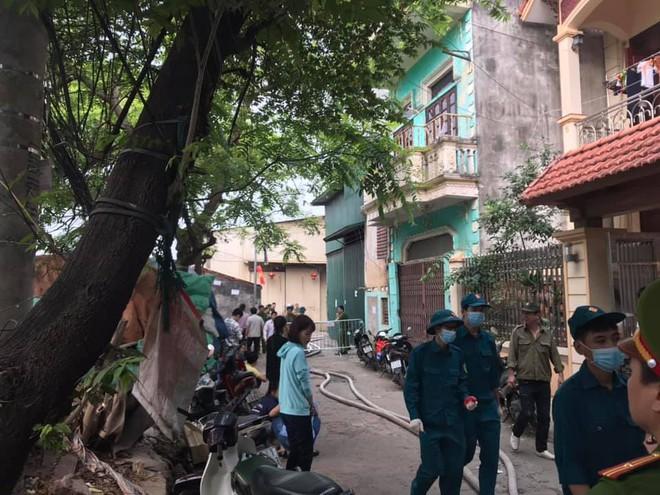 NÓNG: 8 người chết và mất tích trong vụ cháy nhà xưởng ở Hà Nội - Ảnh 5.