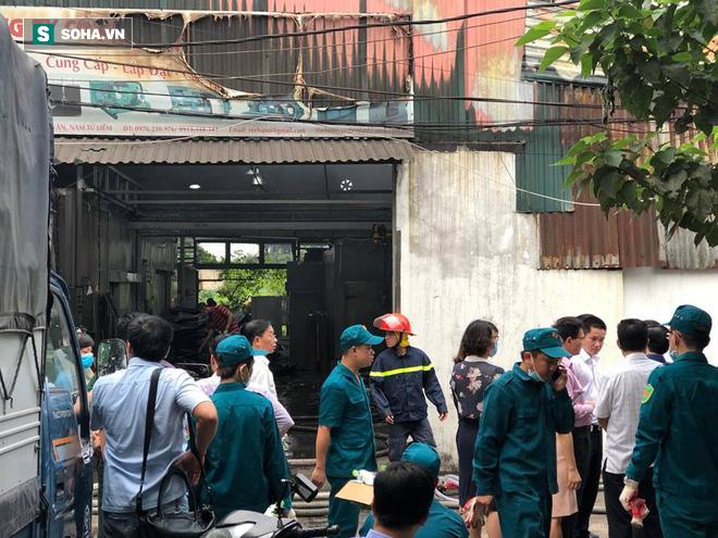 Hiện trường vụ cháy 4 xưởng trong đêm khiến 8 người chết và mất tích ở Hà Nội - Ảnh 7.
