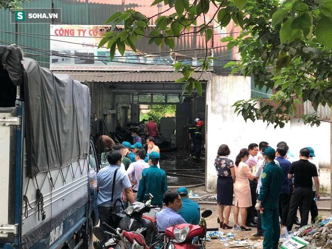 Hiện trường vụ cháy 4 xưởng trong đêm khiến 8 người chết và mất tích ở Hà Nội - Ảnh 8.