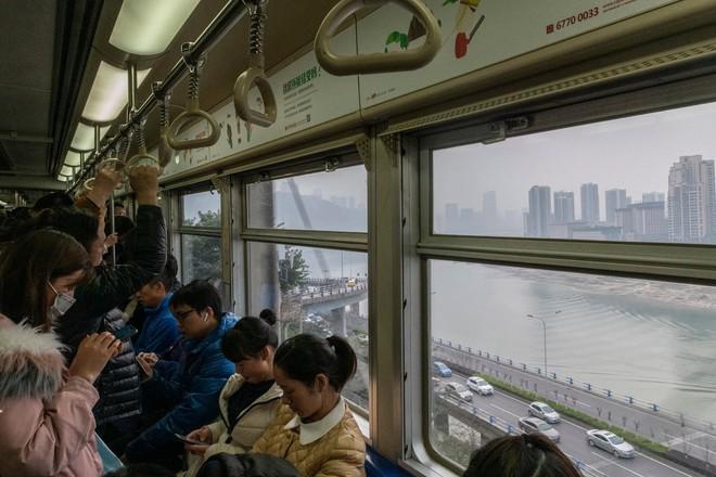 Nền kinh tế sa sút, thanh niên TQ buông xuôi: Đến bờ sông ngắm cảnh suốt cuộc đời còn lại - Ảnh 1.