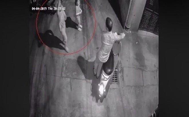 Tạm giữ hình sự 1 nghi can vụ 2 bé gái bị dụ vào ngõ vắng để xâm hại ở Hà Nội