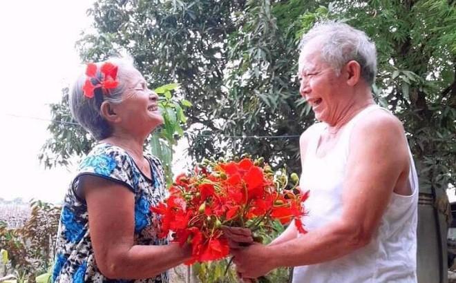 """Chuyện tình của đôi vợ chồng già khiến nhiều người trẻ bây giờ """"đuổi mãi không kịp"""""""