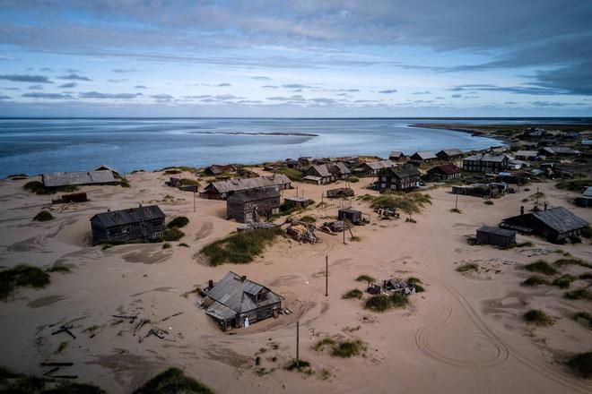 Khám phá ngôi làng Nga 'biến mất' mỗi khi gió to, người dân không ai dám đóng cửa vào ban đêm - Ảnh 1.