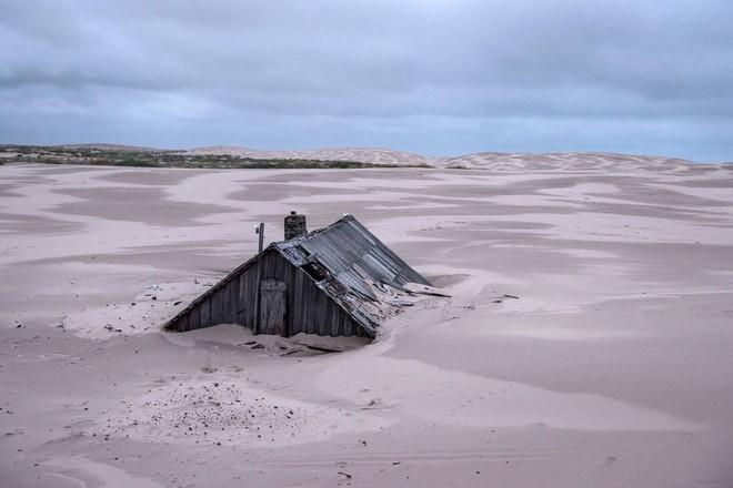 Khám phá ngôi làng Nga 'biến mất' mỗi khi gió to, người dân không ai dám đóng cửa vào ban đêm - Ảnh 2.
