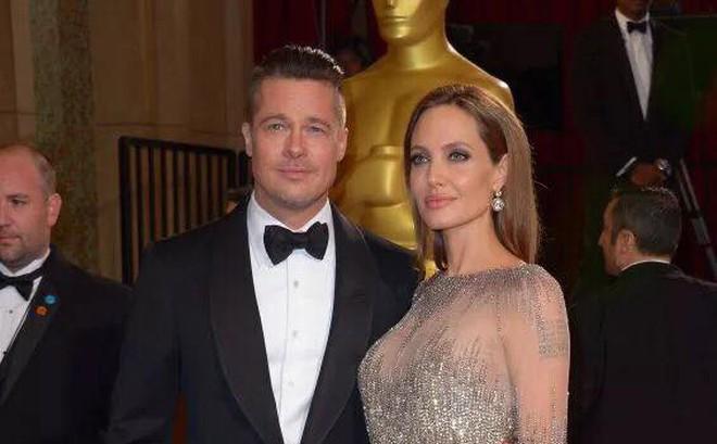 Angelina Jolie kéo dài quá trình ly hôn để mong được quay trở về bên Brad Pitt?