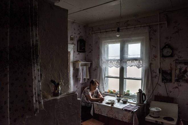 Khám phá ngôi làng Nga 'biến mất' mỗi khi gió to, người dân không ai dám đóng cửa vào ban đêm - Ảnh 4.