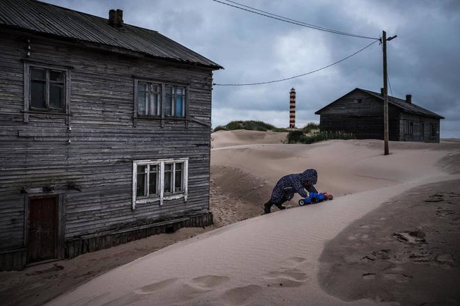 Khám phá ngôi làng Nga 'biến mất' mỗi khi gió to, người dân không ai dám đóng cửa vào ban đêm - Ảnh 7.