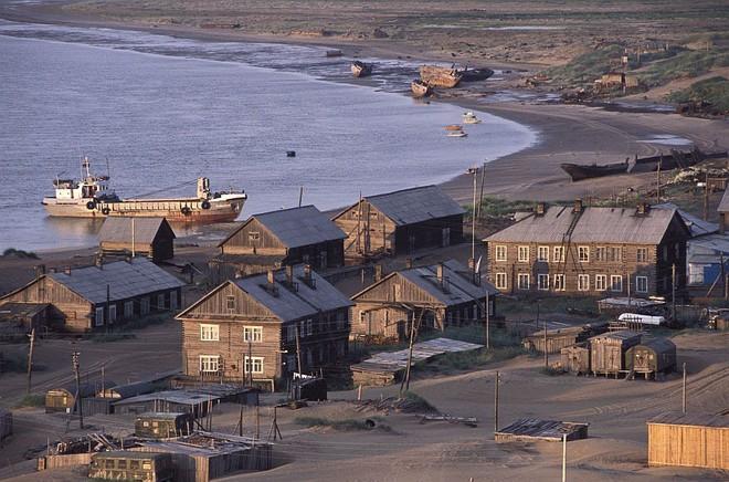 Khám phá ngôi làng Nga 'biến mất' mỗi khi gió to, người dân không ai dám đóng cửa vào ban đêm - Ảnh 10.