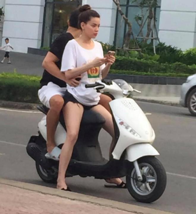 Hồ Ngọc Hà chở Kim Lý bằng xe máy mà không đội mũ bảo hiểm gây tranh cãi - Ảnh 1.