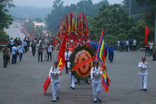 Chủ tịch Quốc hội Nguyễn Thị Kim Ngân dâng hương các Vua Hùng - Ảnh 2.