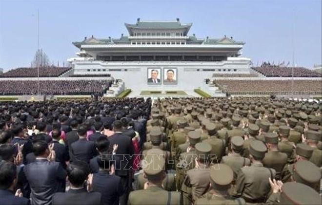 Mít tinh lớn chào mừng Chủ tịch Kim Jong-un tái đắc cử Chủ tịch Ủy ban Quốc vụ Triều Tiên - Ảnh 1.