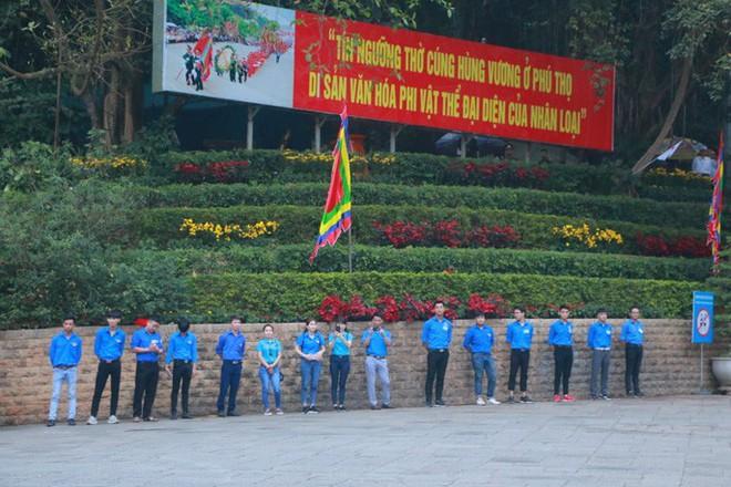 Chủ tịch Quốc hội Nguyễn Thị Kim Ngân dâng hương các Vua Hùng - Ảnh 13.