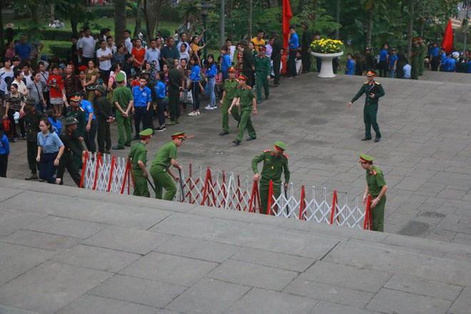 Chủ tịch Quốc hội Nguyễn Thị Kim Ngân dâng hương các Vua Hùng - Ảnh 17.