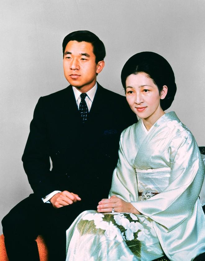 Nhan sắc kiều diễm của Hoàng hậu thường dân Michiko thời trẻ, khiến vua say đắm đến phá bỏ quy tắc Hoàng gia - Ảnh 3.