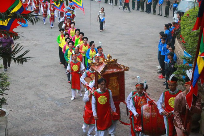 Chủ tịch Quốc hội Nguyễn Thị Kim Ngân dâng hương các Vua Hùng - Ảnh 4.