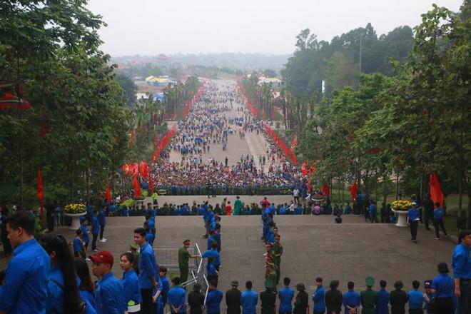 Chủ tịch Quốc hội Nguyễn Thị Kim Ngân dâng hương các Vua Hùng - Ảnh 10.