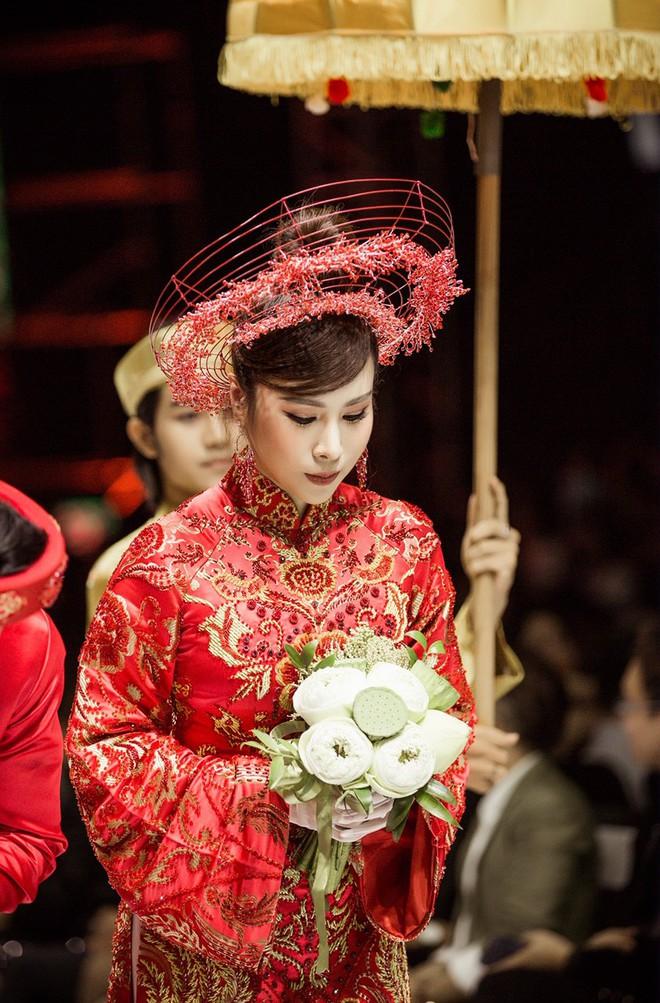 Hoa hậu Hoàng Dung e ấp và hạnh phúc trong ngày Vu quy - Ảnh 3.