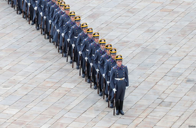 24h qua ảnh: Đội tiêu binh tham gia nghi lễ đổi ca gác tại Điện Kremlin - Ảnh 2.