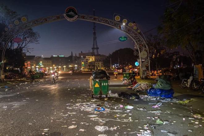 Đà Lạt - thành phố ngàn hoa ngập ngụa rác sau kỳ nghỉ lễ - Ảnh 5.