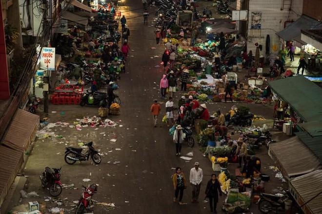 Đà Lạt - thành phố ngàn hoa ngập ngụa rác sau kỳ nghỉ lễ - Ảnh 6.