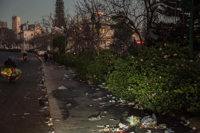 Đà Lạt - thành phố ngàn hoa ngập ngụa rác sau kỳ nghỉ lễ - Ảnh 7.