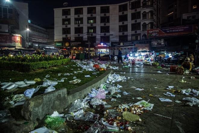 Đà Lạt - thành phố ngàn hoa ngập ngụa rác sau kỳ nghỉ lễ - Ảnh 8.