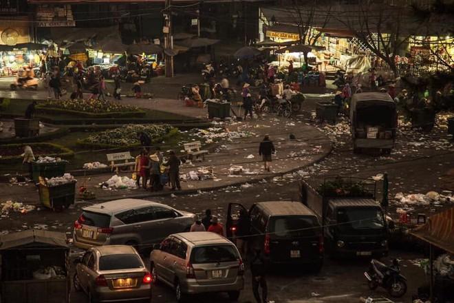 Đà Lạt - thành phố ngàn hoa ngập ngụa rác sau kỳ nghỉ lễ - Ảnh 10.