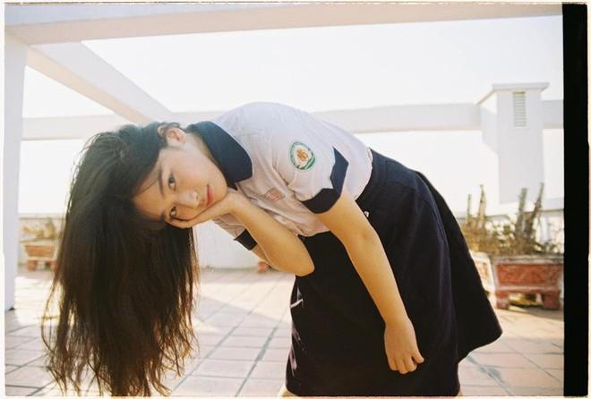 Nữ thần đồng phục trường Trần Phú (TP.HCM): Ngây thơ và cuốn hút chỉ cách nhau một tích tắc - Ảnh 1.