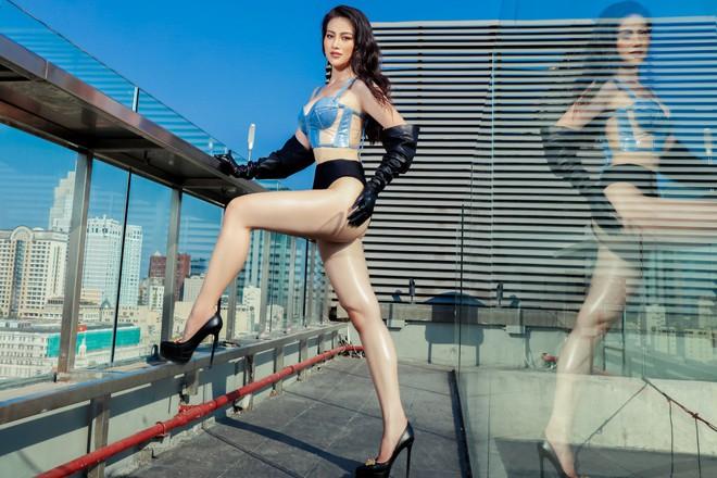 Hoa hậu Phương Khánh tung loạt ảnh mặc bikini nóng bỏng - Ảnh 3.